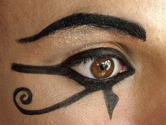 La historia del maquillaje egipcio