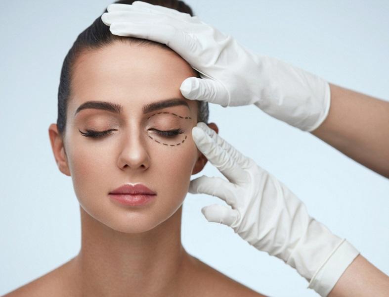 Maquillate con estos tres trucos y evita el efecto párpado caído